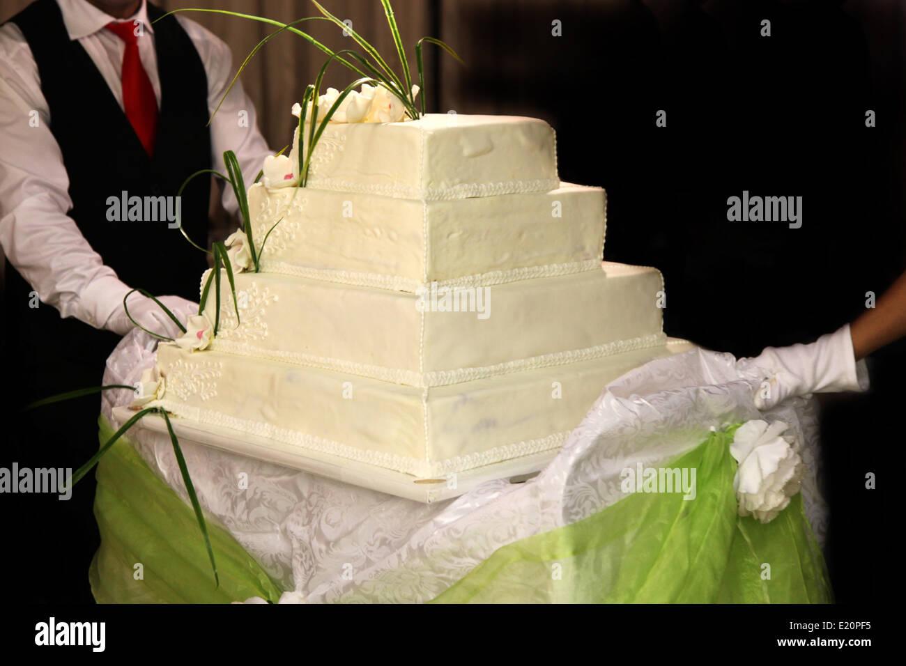 English Wedding Cake Stock Photos & English Wedding Cake Stock ...