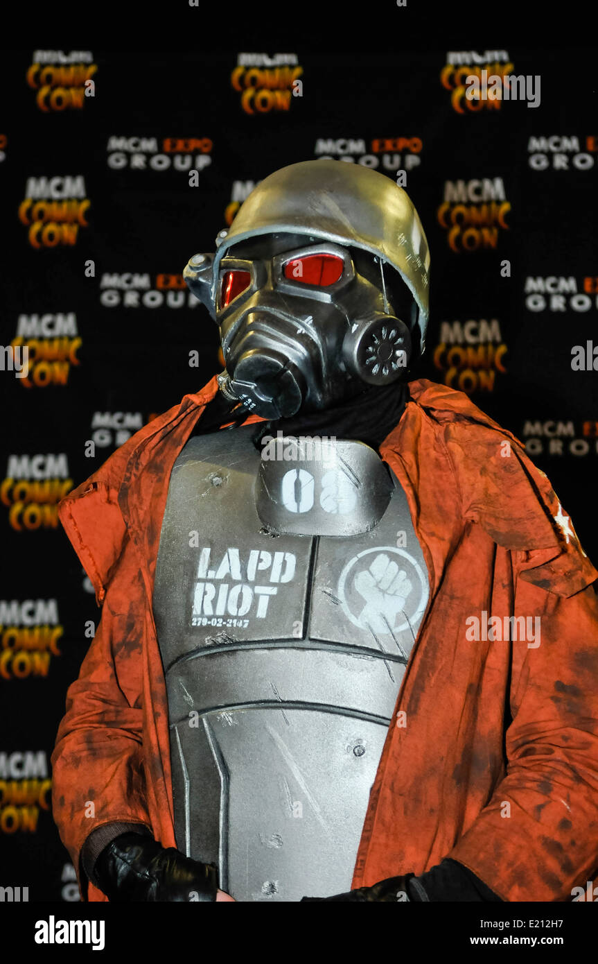 Man attends Comicon dressed as a New California Republic (NCR) Ranger from the science fiction show 'Fallout' - Stock Image