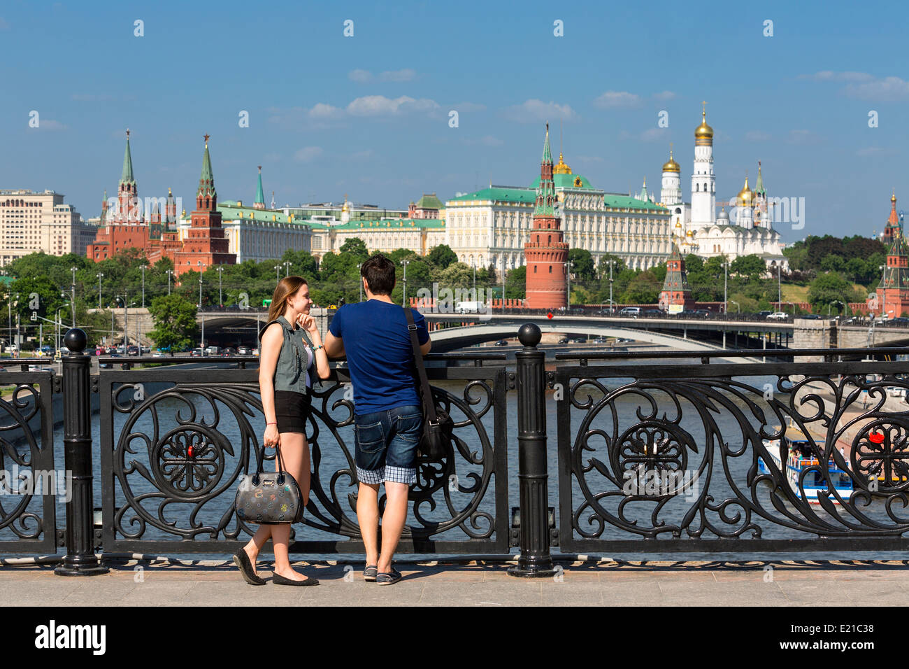 Moscow, Couple on Footbridge and Kremlin Palace - Stock Image