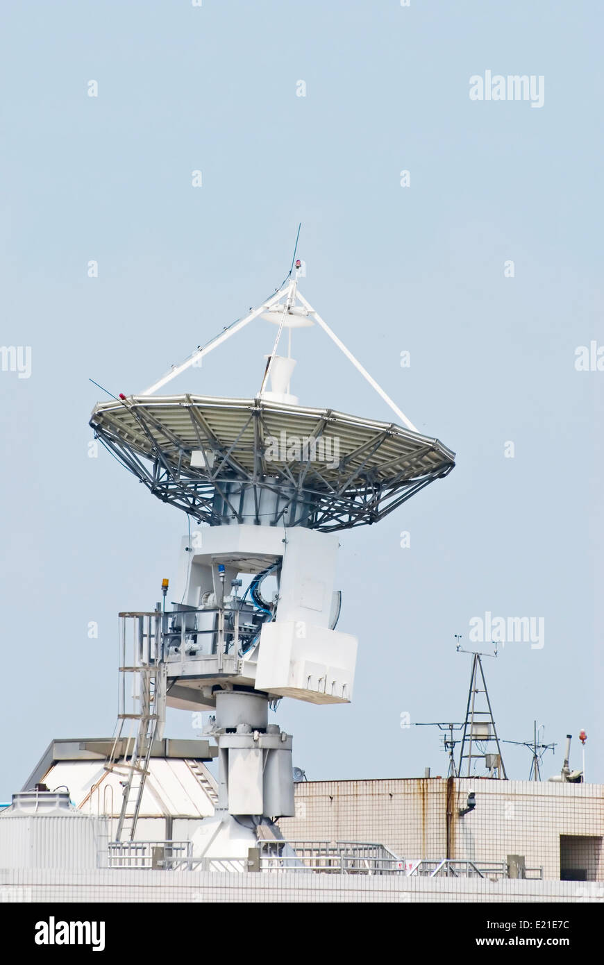 Antenna communicate with satellite - Stock Image