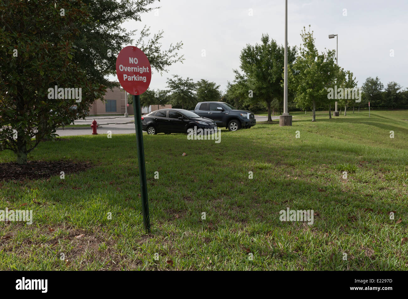 No overnight parking sign located in Central Florida USA Stock Photo