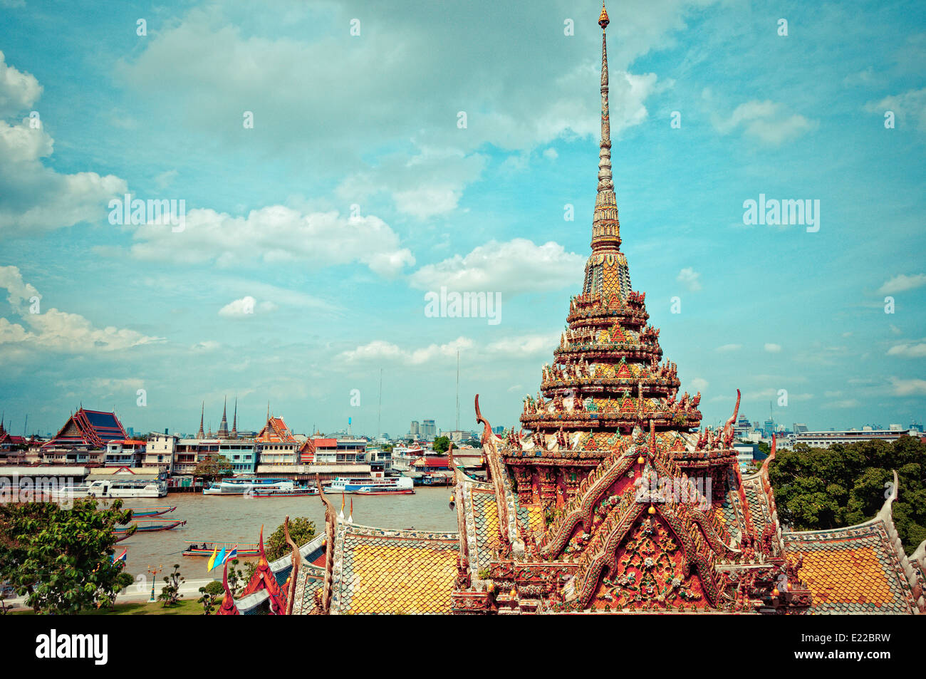 Temple of Dawn, Wat Arun, on the Chao Phraya river and dramatic sky in Bangkok, Thailand Stock Photo