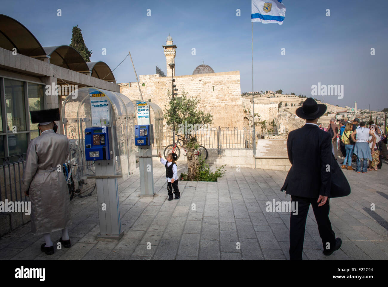 Outside the entrance to the 'Western Wall' at the Temple Mount in Jerusalem. - Stock Image