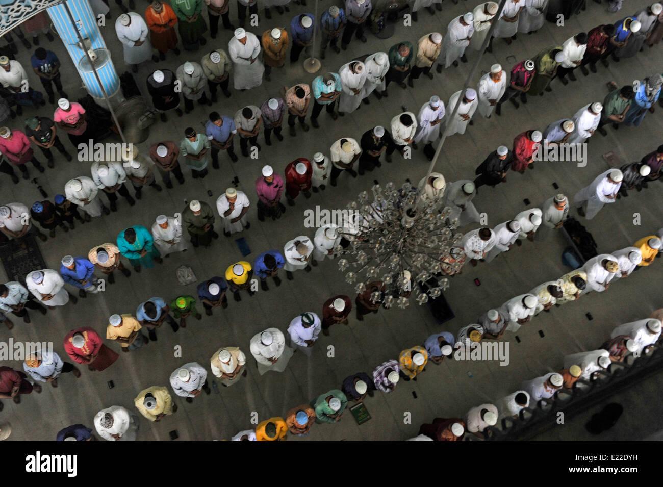 Dhaka, Bangladesh. 13th June 2014. Prayers in Baitulmokaram mosque in Dhaka. Muslims across the country will observe Stock Photo
