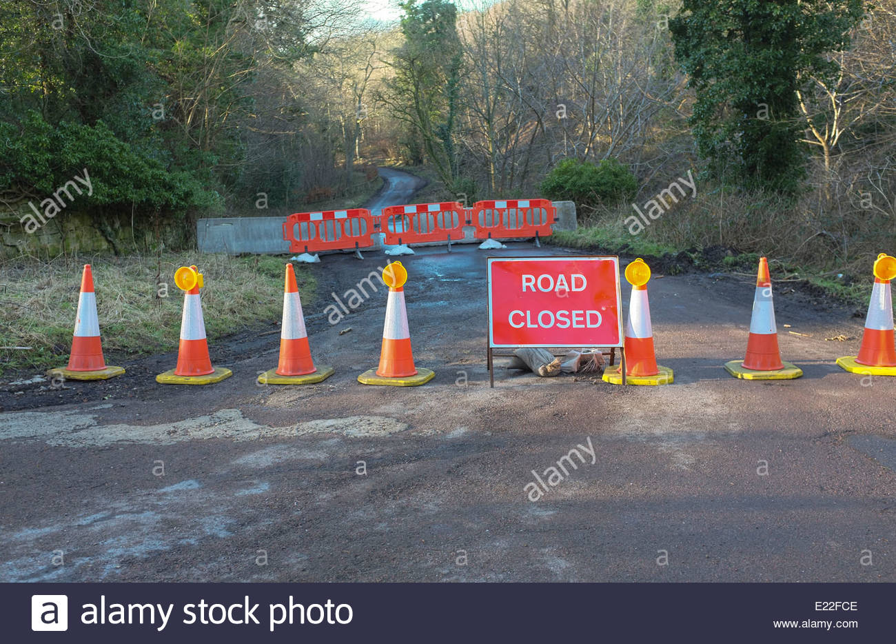 A road closed sign at the top of a bank - Stock Image