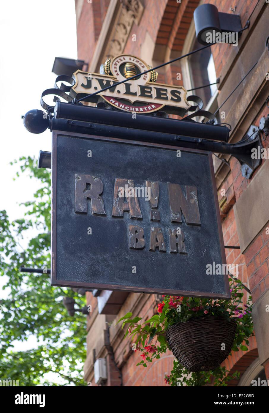 J W Lees Rain Bar Hotel lettered metal hanging pub sign, Great Egerton Street, Manchester City Centre, UK - Stock Image