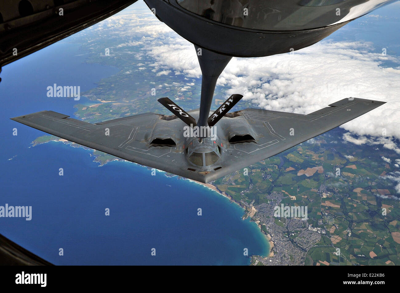 A US Air Force B-2 Spirit stealth strategic bomber during an aerial refueling June 11, 2014 over Cornwall, England. - Stock Image