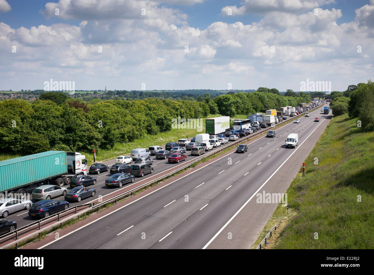 Traffic Jam on the southbound M40 Motorway in Oxfordshire, England - Stock Image