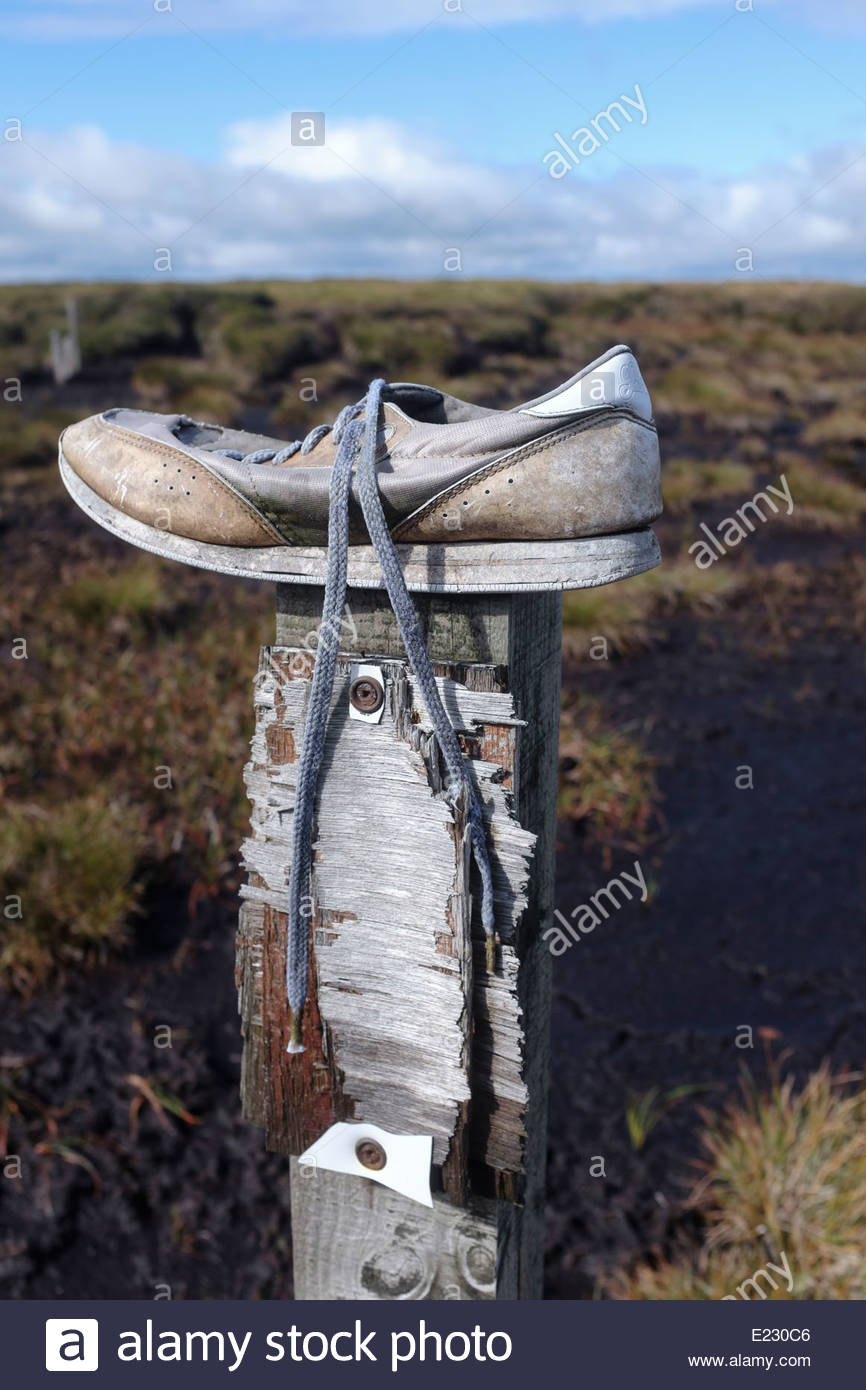 A discarded shoe atop the Northumberland moors - Stock Image