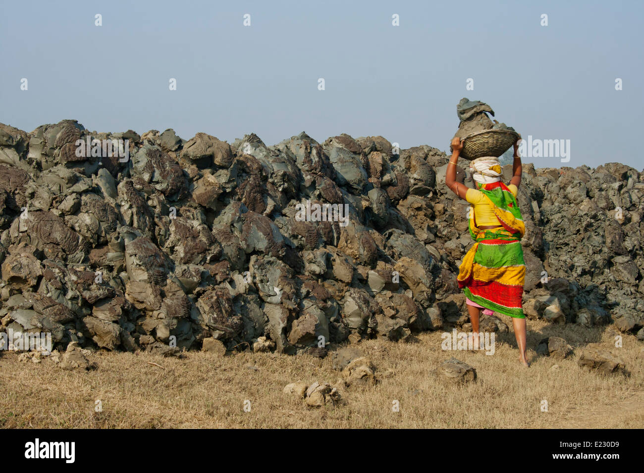 Women labourers carrying heavy basket of earth on head West bengle, India - Stock Image