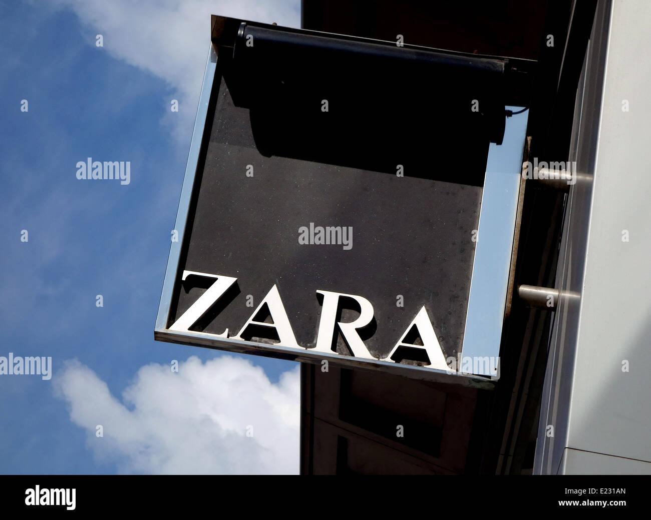 Zara Fashion Stock Photos Zara Fashion Stock Images Alamy