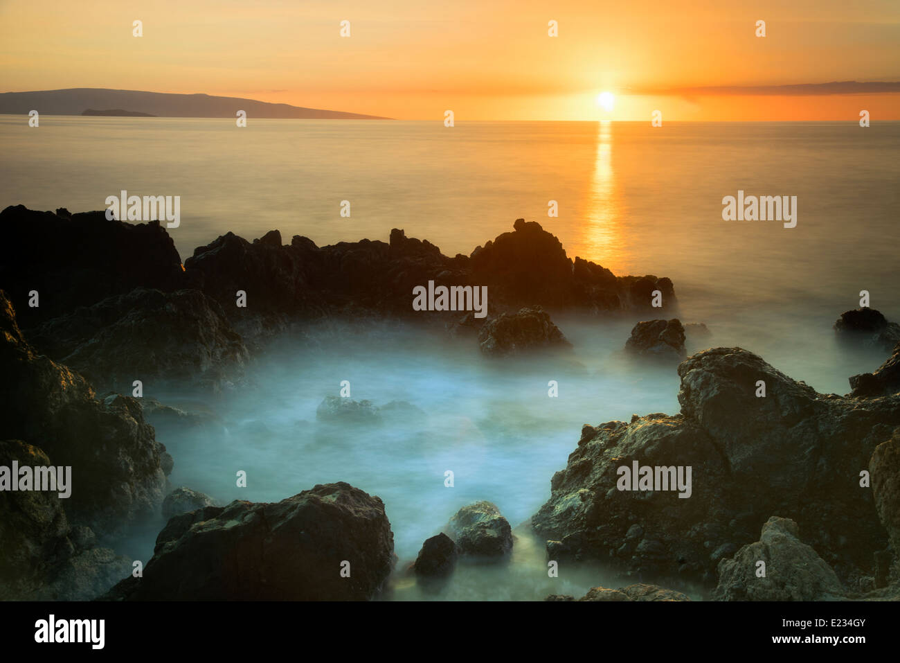 Sunset and rocky coastline. Maui, Hawaii - Stock Image