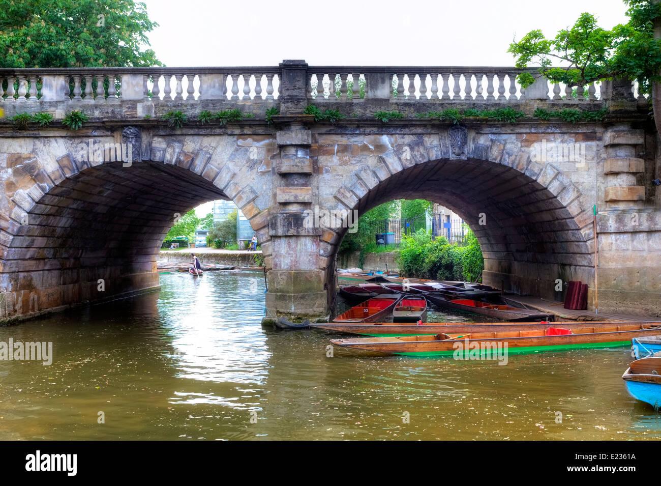 Magdalen Bridge, Punting, Oxford, Oxfordshire, England, United Kingdom - Stock Image