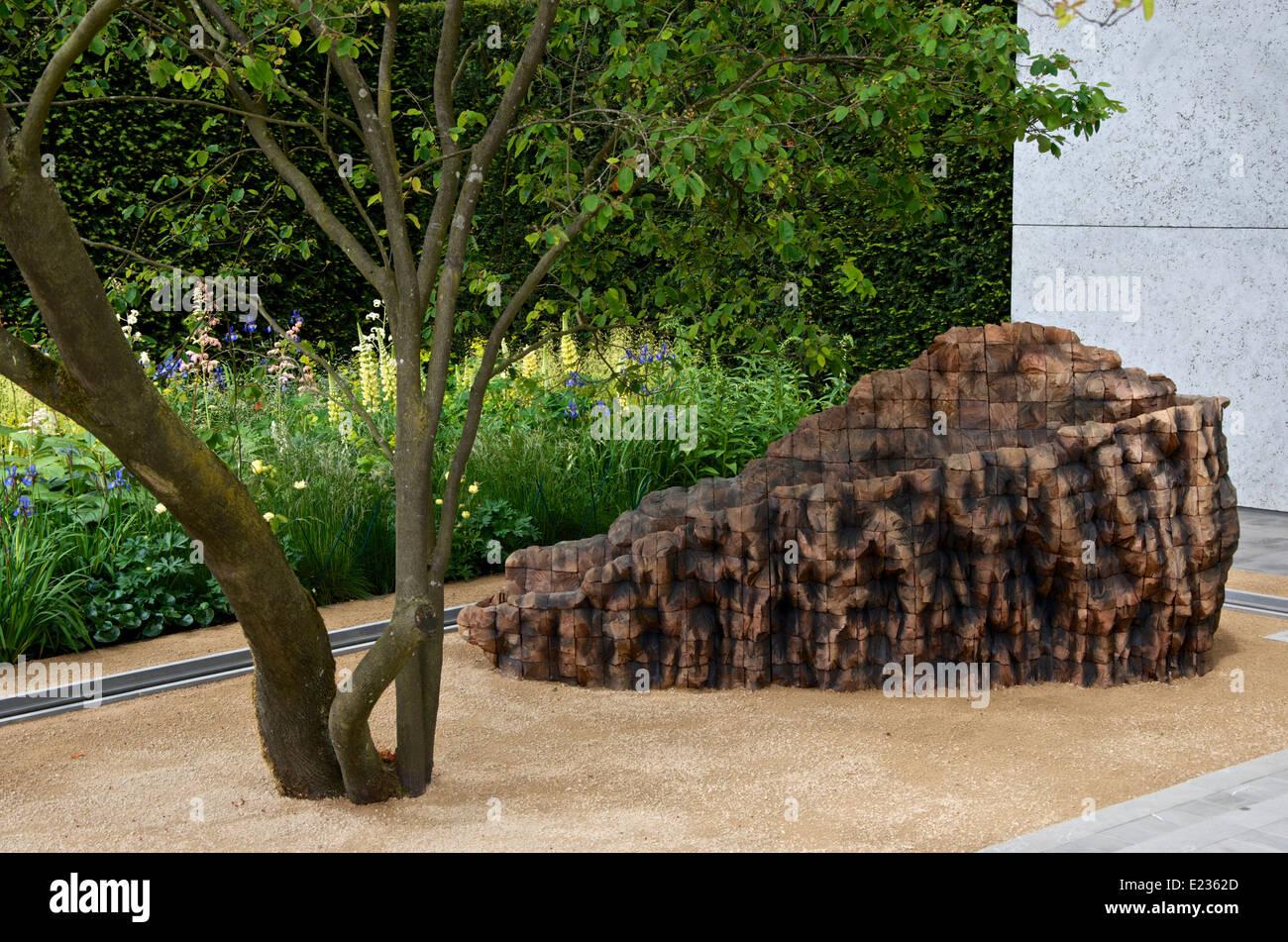 Cedar beam by artist Ursula von Rydingsvard in The Laurent-Perrier Garden at RHS Chelsea Flower Show 2014. - Stock Image