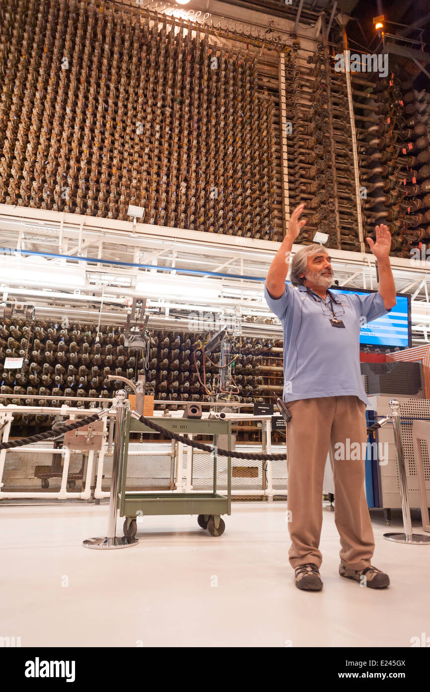 A docent for the tours of the Hanford 'B' Reactor explains the function of the first functioning nuclear - Stock Image