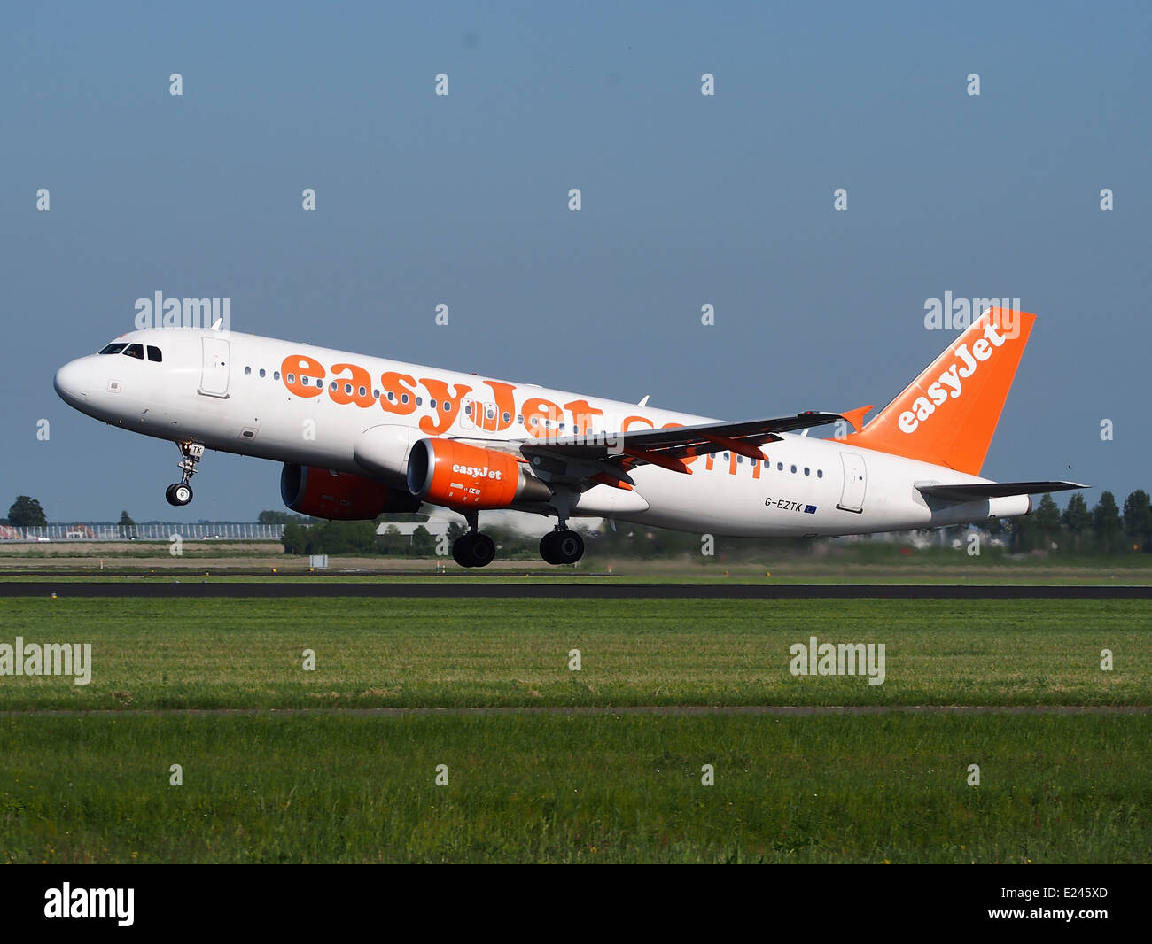 G-EZTK easyJet Airbus A320-214 - cn 3991 takeoff from Schiphol (AMS - EHAM), The Netherlands, 16may2014, pic-1 - Stock Image