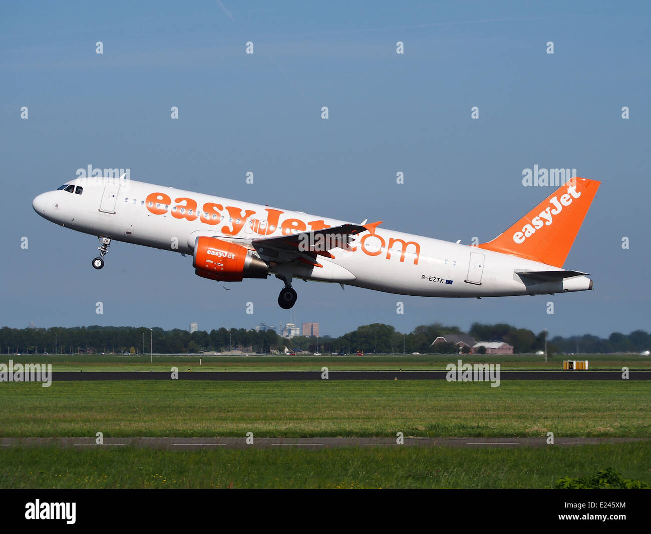 G-EZTK easyJet Airbus A320-214 - cn 3991 takeoff from Schiphol (AMS - EHAM), The Netherlands, 16may2014, pic-2 - Stock Image