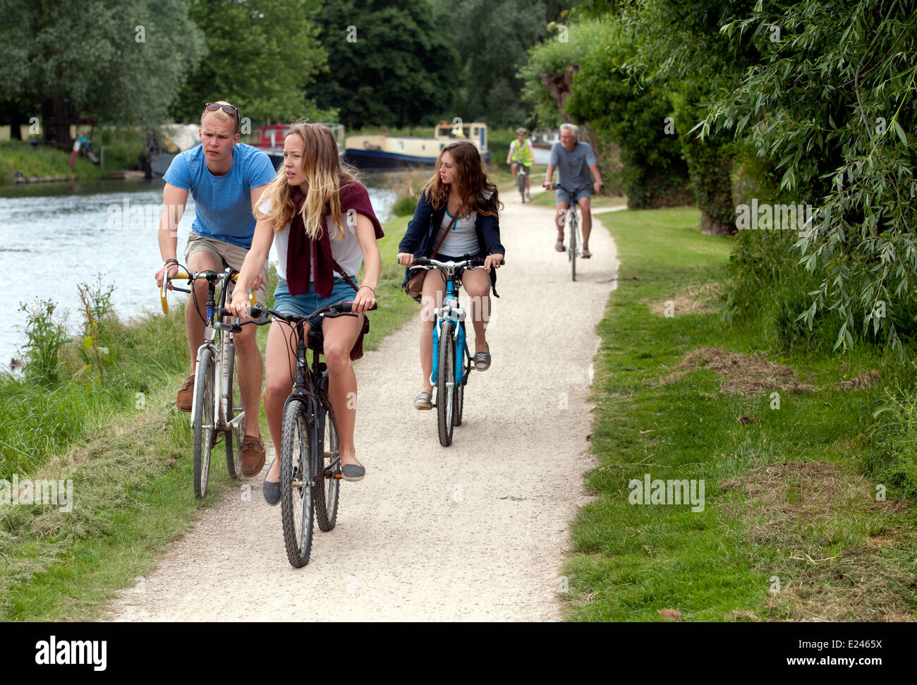 Cambridge May Bumps, cyclists on River Cam towpath - Stock Image