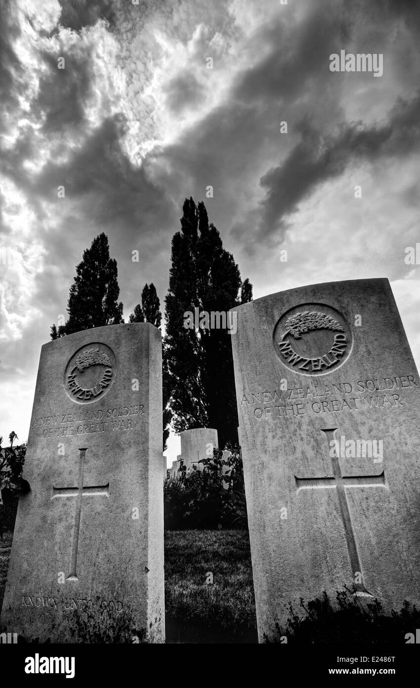 Massed WW1 graves at Tyne Cot Cemetery near Ypres in Belgium - Stock Image