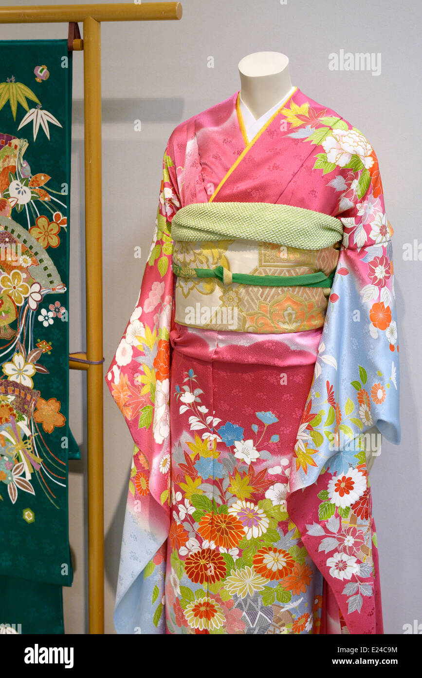 Japanese silk Kimono with obi on a mannequin in a store in Tokyo, Japan. - Stock Image