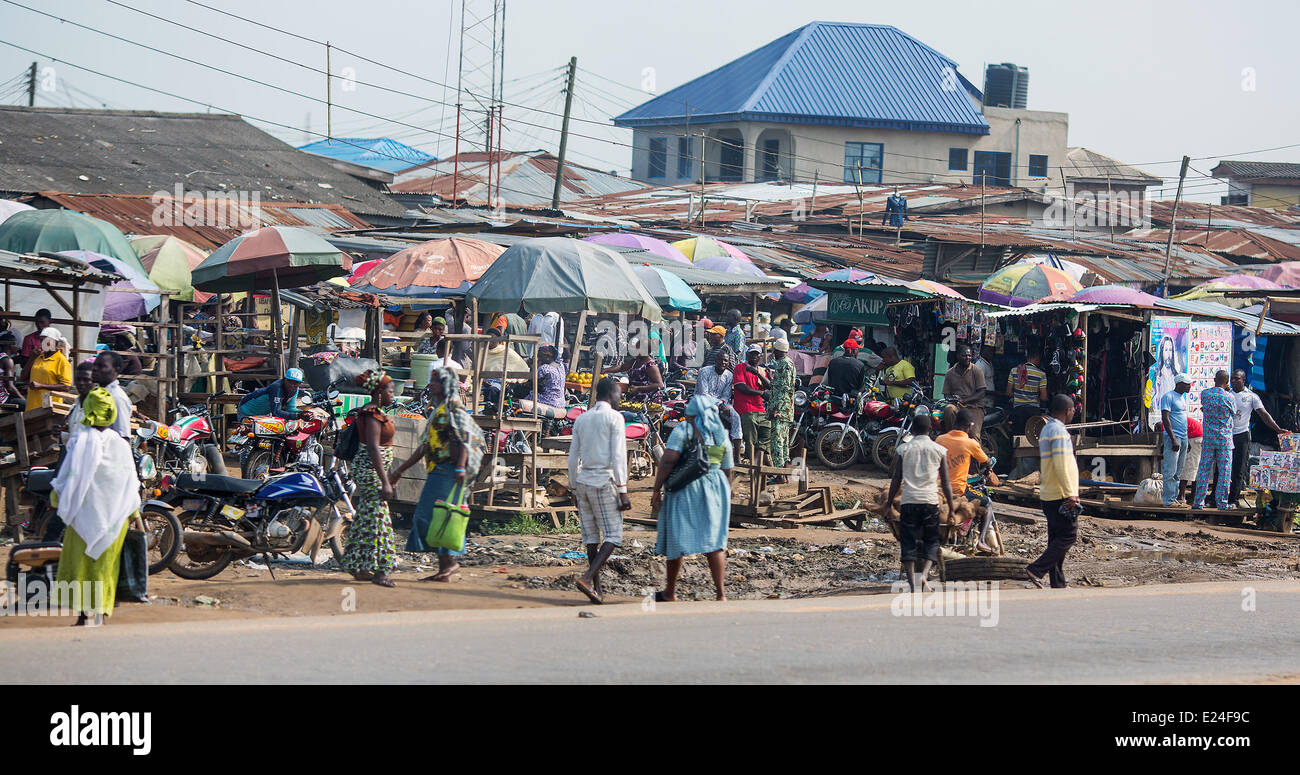 Lagos, Nigeria. 11th June, 2014. Traders in Lagos, Nigeria, 11 June 2014. With approximately 174 million inhabitants, - Stock Image