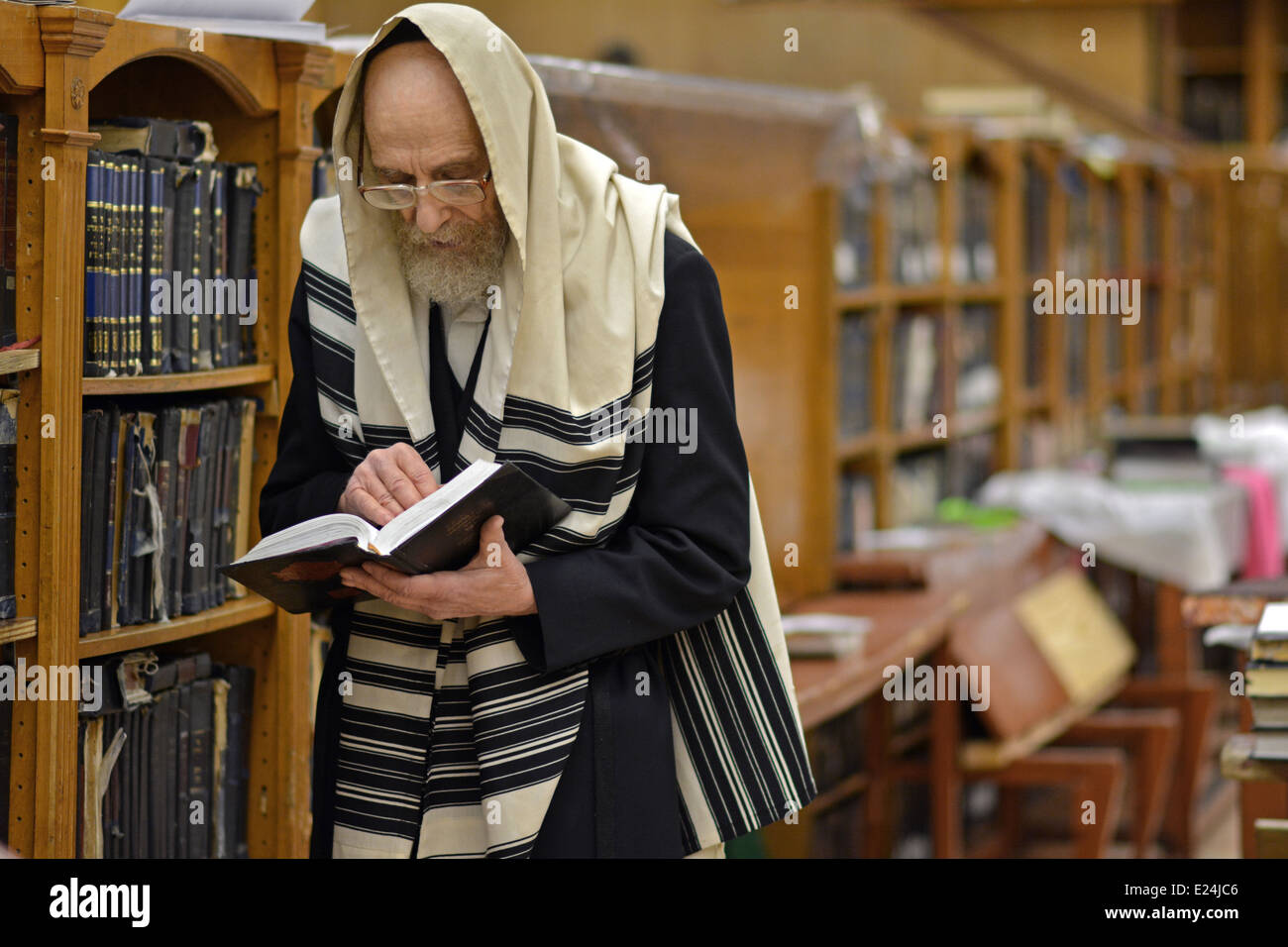 An older Jewish man at Passover morning prayers at the Lubavitch headquarters in Crown Heights, Brooklyn, New York - Stock Image