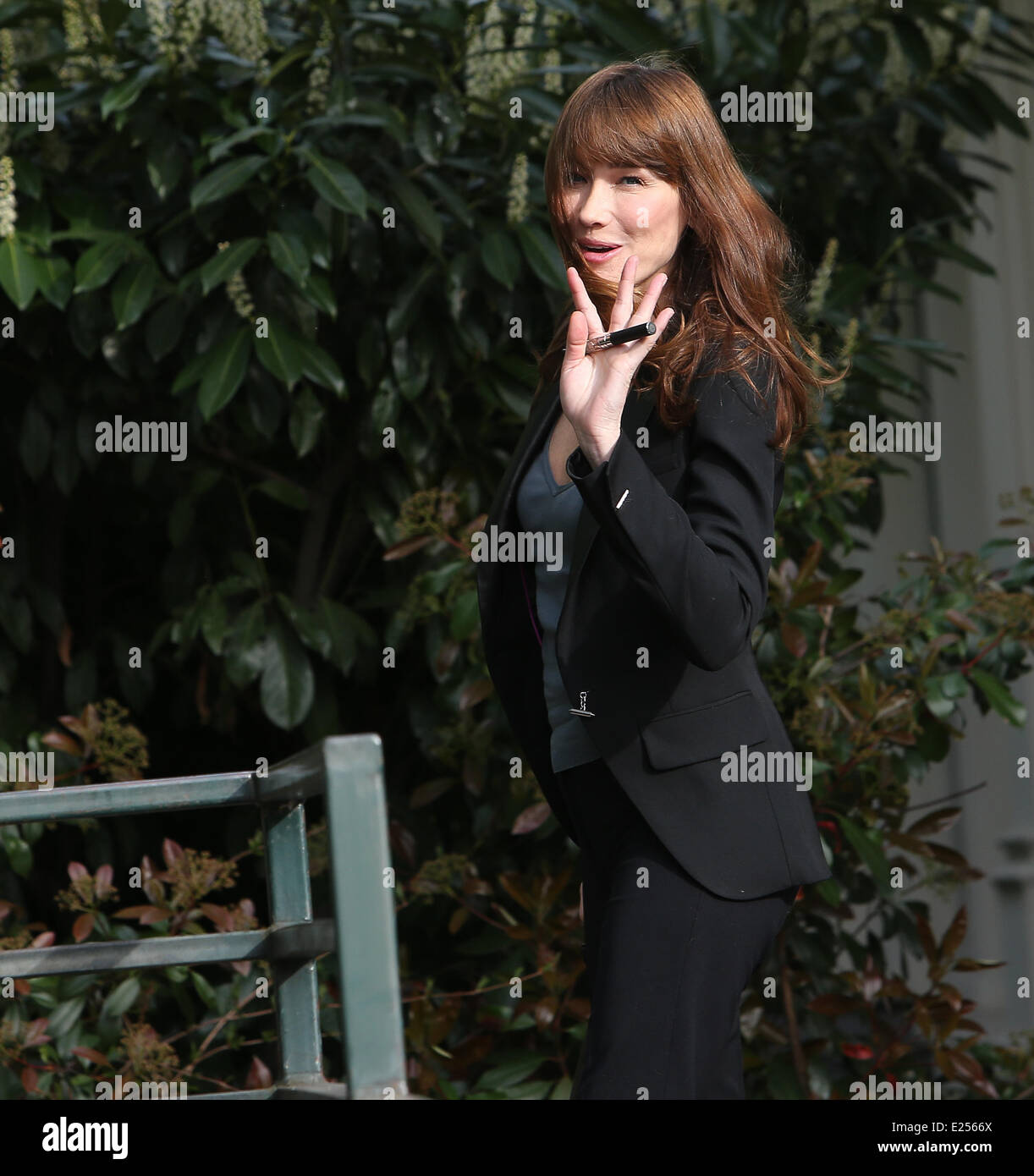 Carla Bruni-Sarkozy arrives at Vivement Dimanche TV Show at Palais Gabriel  Featuring: Carla Bruni-Sarkozy Where: - Stock Image