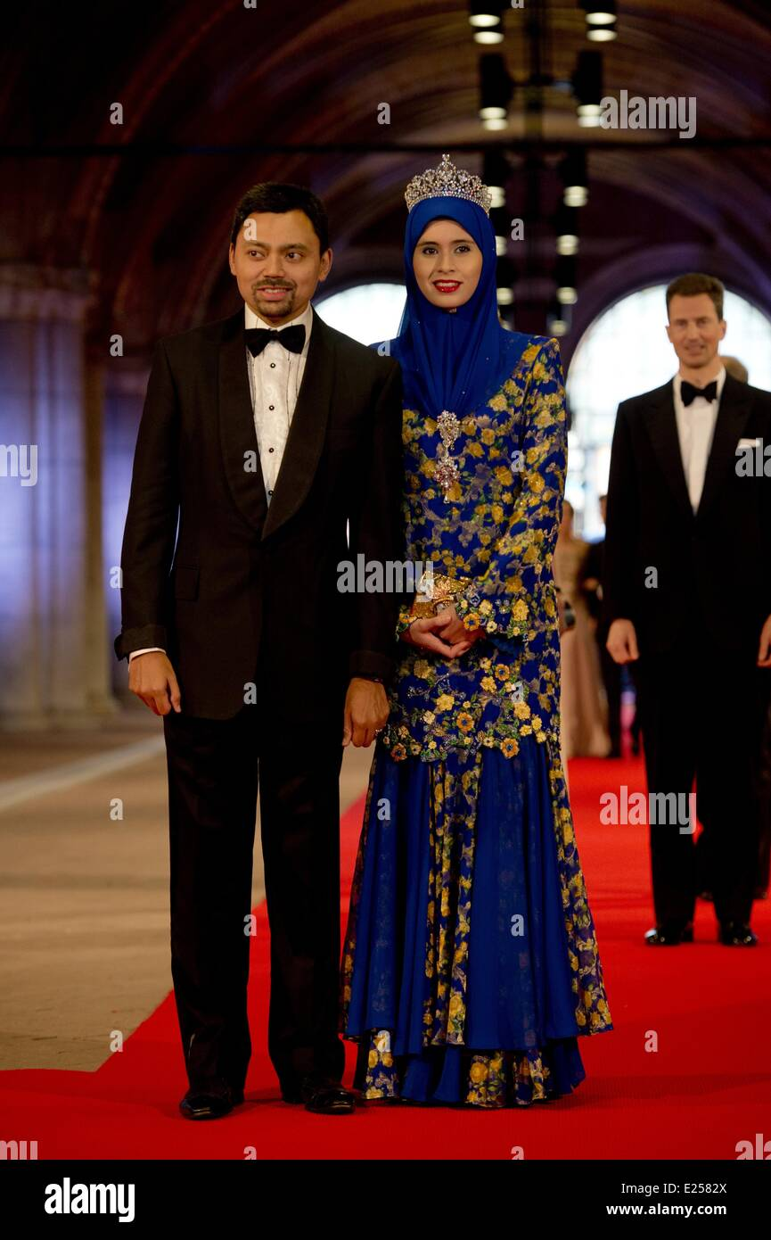 Queen Beatrix Of The Netherlands hosts a Gala Dinner ahead of her abdication  Featuring: Crown Princess of Brunei Stock Photo