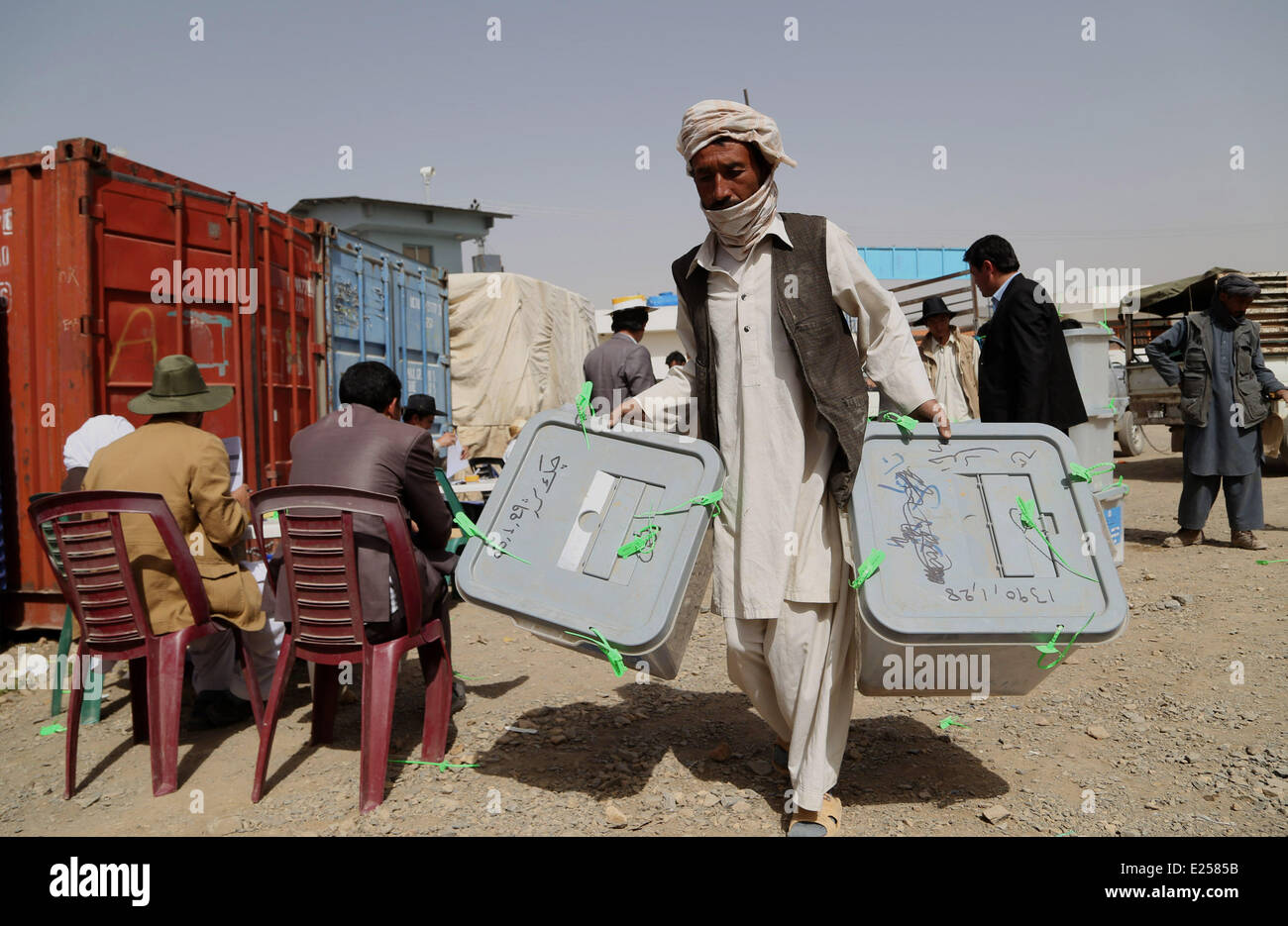 Bamyan, Afghanistan. 16th June, 2014. An Afghan election commission worker carries ballot boxes for counting in - Stock Image