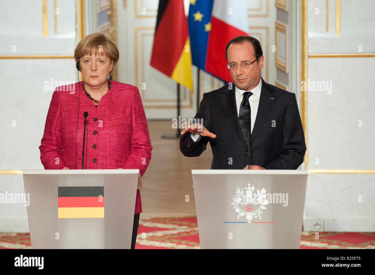 French President Francois Hollande and visiting German Chancellor Angela Merkel attend a press conference at the - Stock Image