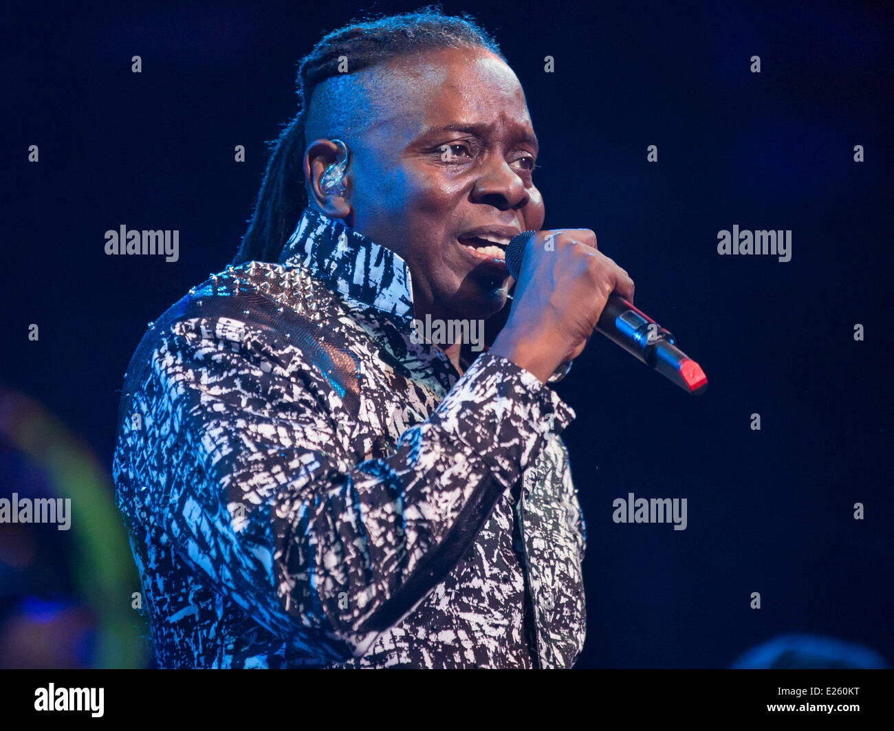 Earth, Wind & Fire perform live at the Royal Albert Hall  Featuring: Philip Bailey Where: London, United Kingdom - Stock Image