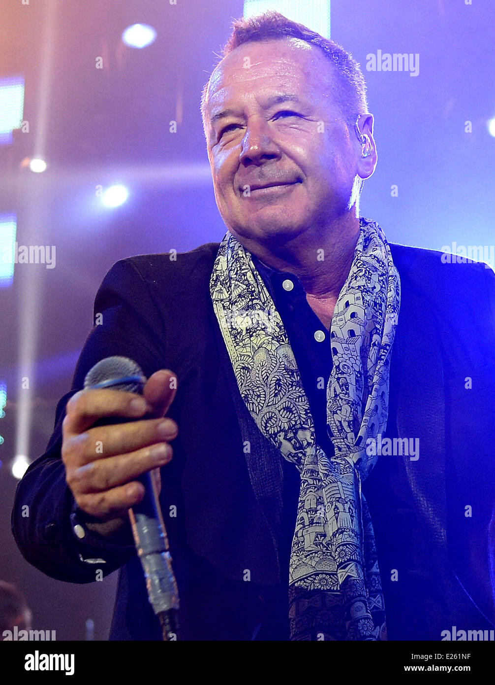 Simple Minds perform live at London's O2 Arena  Featuring: Jim Kerr Where: London, United Kingdom When: 30 Nov - Stock Image