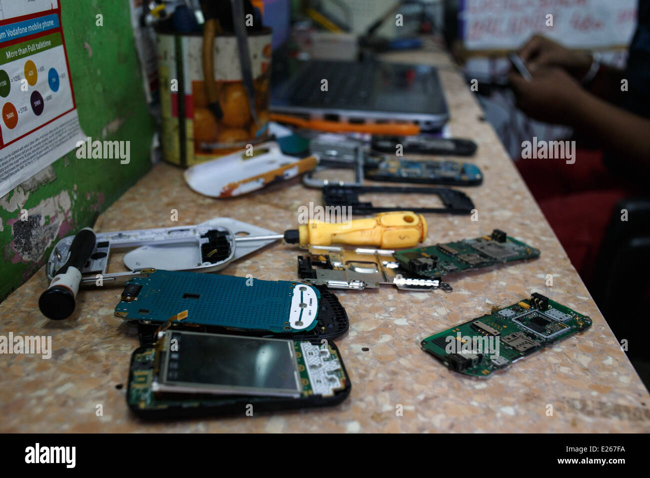 A mobile phone (cellphone) shop and repair workshop in Mumbai, India. - Stock Image