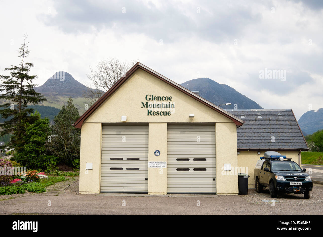 Glencoe Mountain Rescue HQ and rescue vehicle in Glencoe village, Highland, Scotland, UK, Britain - Stock Image