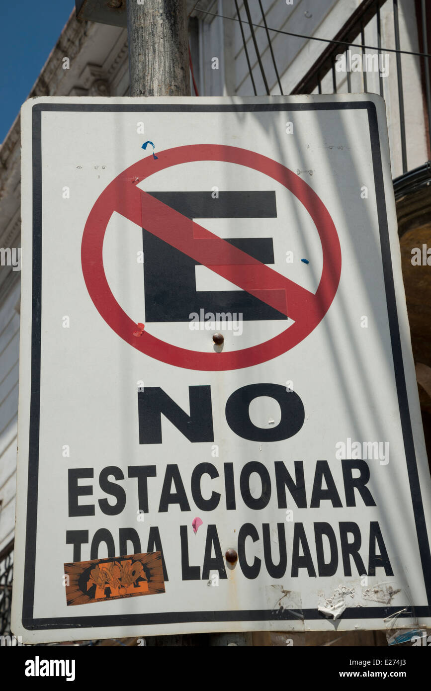 E crossed out with the word NO underneath. Refering to the parking regulations in this street. No parking the whole - Stock Image