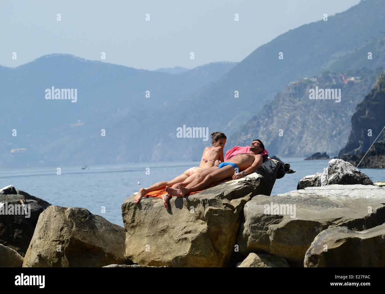 Sunbathing couples Nude Photos 33