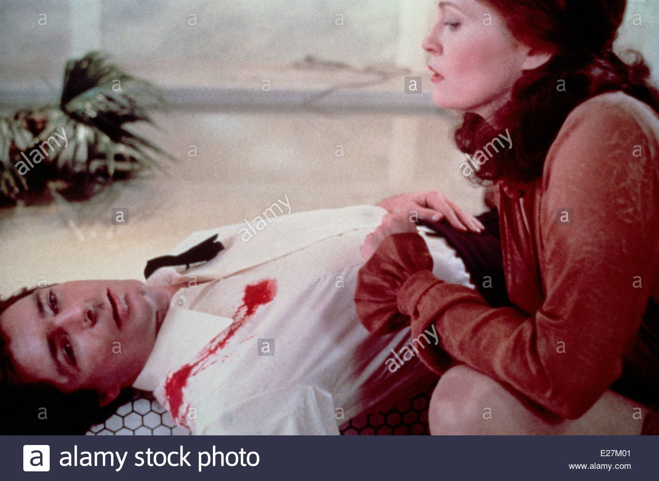 EYES OF LAURA MARS, 1978, with Faye Dunaway and Tommy Lee Jones and Courtesy Granamour Weems Collection. Editorial - Stock Image