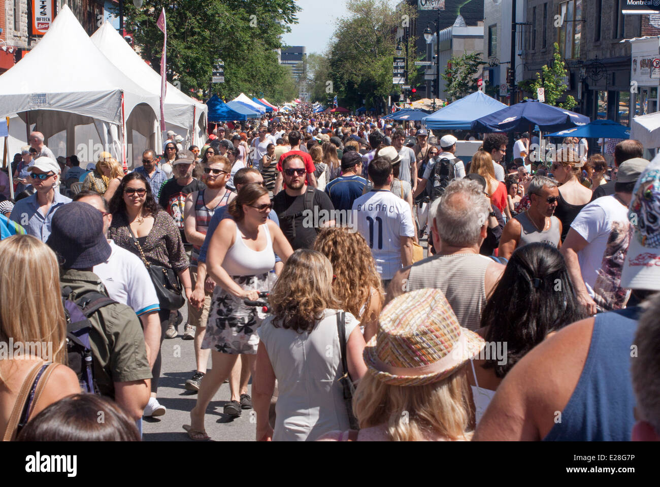 People flock to the street sale on St. Lawrence Boulevard in Montreal - Stock Image