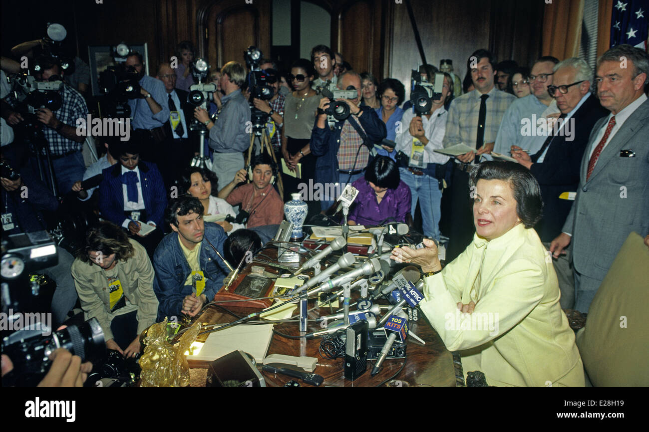 Mayor Dianne Feinstein holds press conference in her office in 1984, San Francisco, - Stock Image