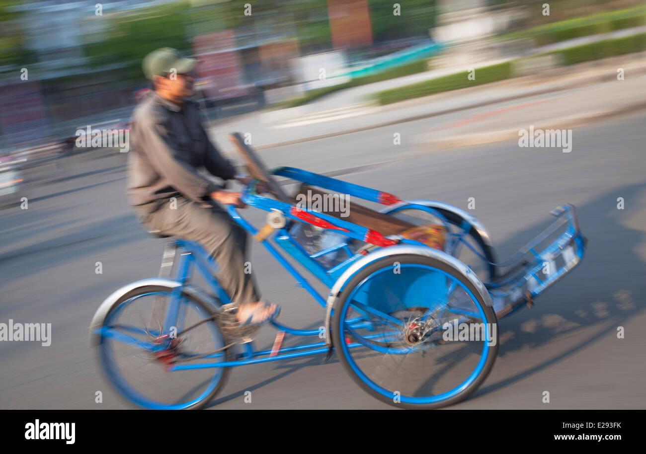 Man riding cyclo, Hue, Thua Thien-Hue, Vietnam - Stock Image