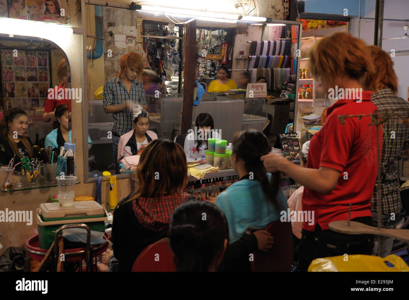 Local hairdresser salon in covered market in Siem Reap - Stock Image