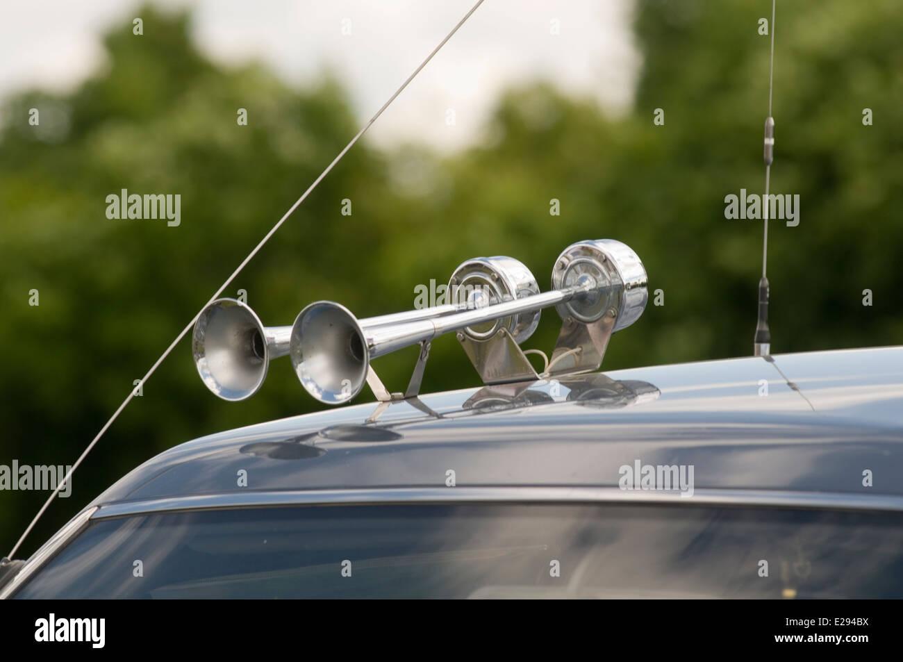 car horn air airhorn airhorns horns beep blow blowing cars - Stock Image