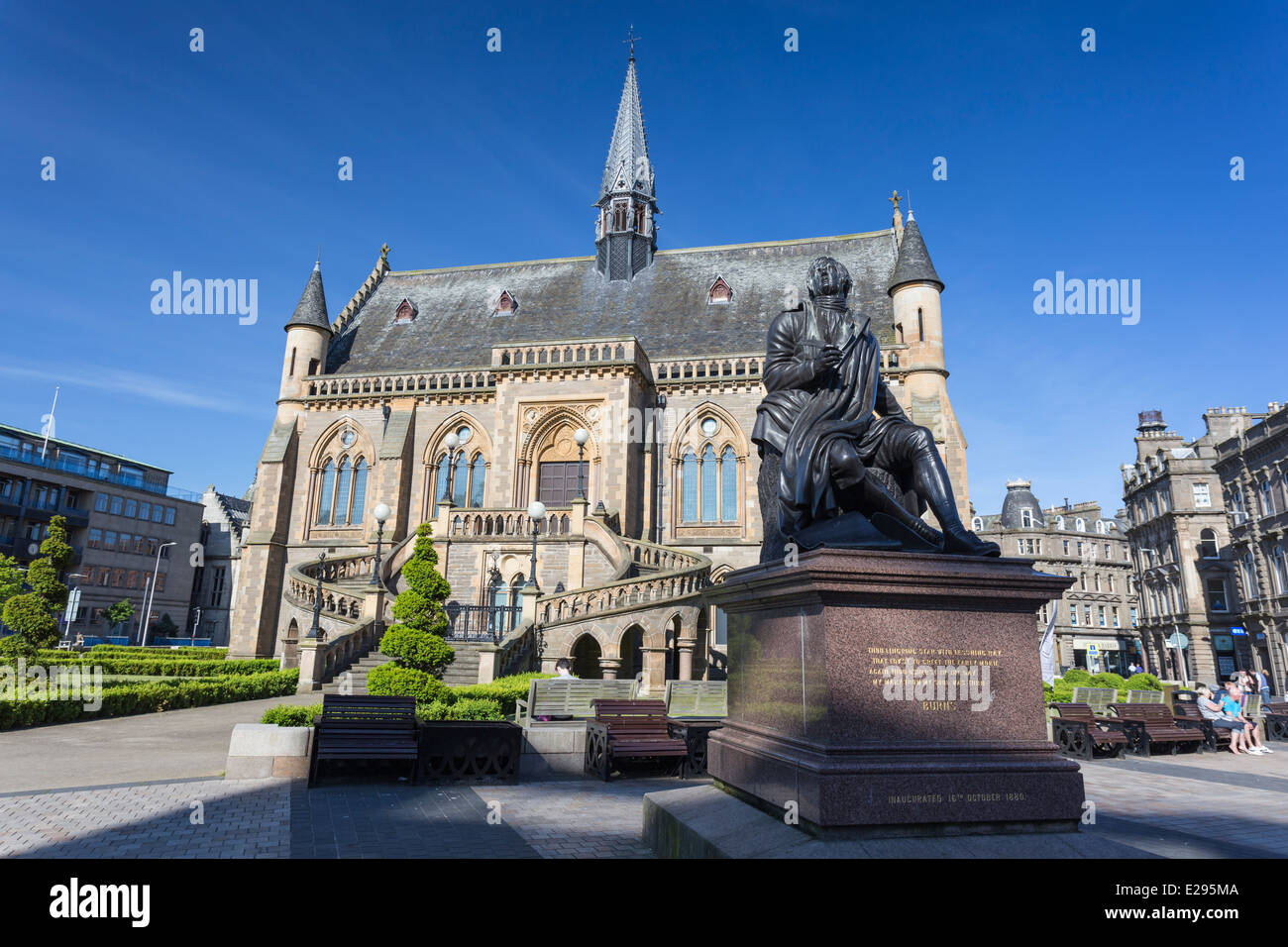 The McManus Art Gallery Museum Dundee Tayside Scotland with Statue of Robert Burns - Stock Image