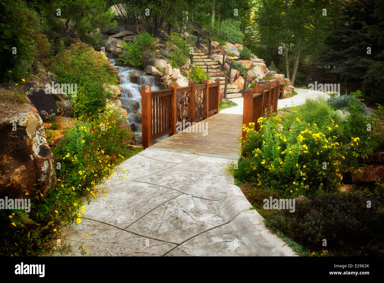 Pathway and bridge in Betty Ford Alpine Gardens. Vail, Colorado - Stock Image