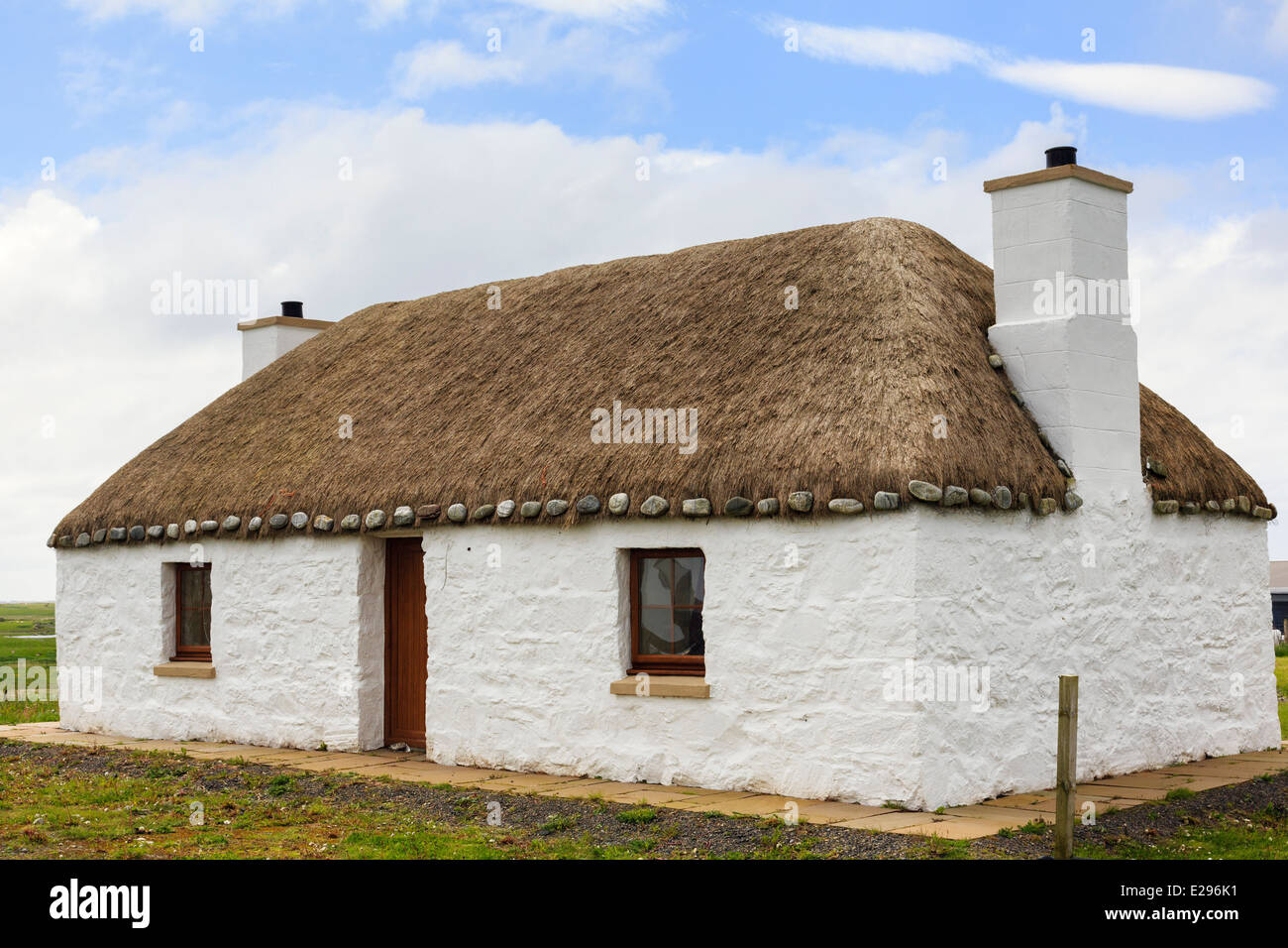 Old thatched croft cottage with lime-washed harled walls on Benbecula, Outer Hebrides, Western Isles, Scotland, - Stock Image