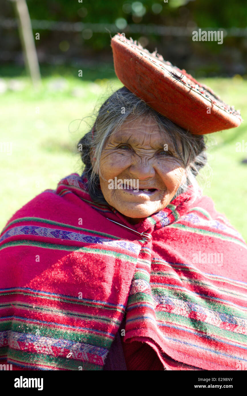 A very old smiling Quechua woman in the Lares Valley of the Andes, Peru - Stock Image