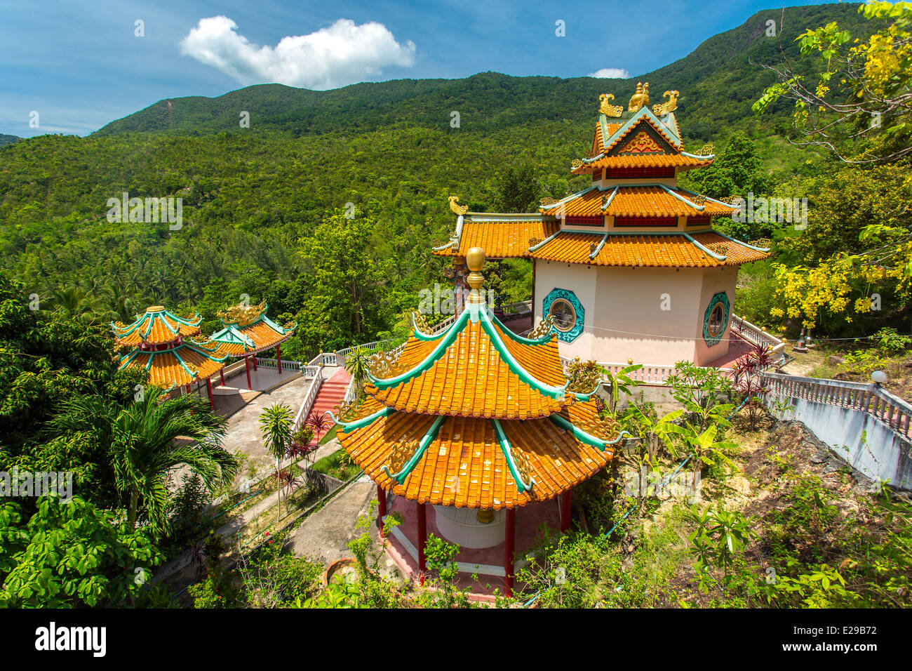 Kuan yin, chinese temple overlooking Chaloklum Bay at Koh Phangan, Thailand - Stock Image