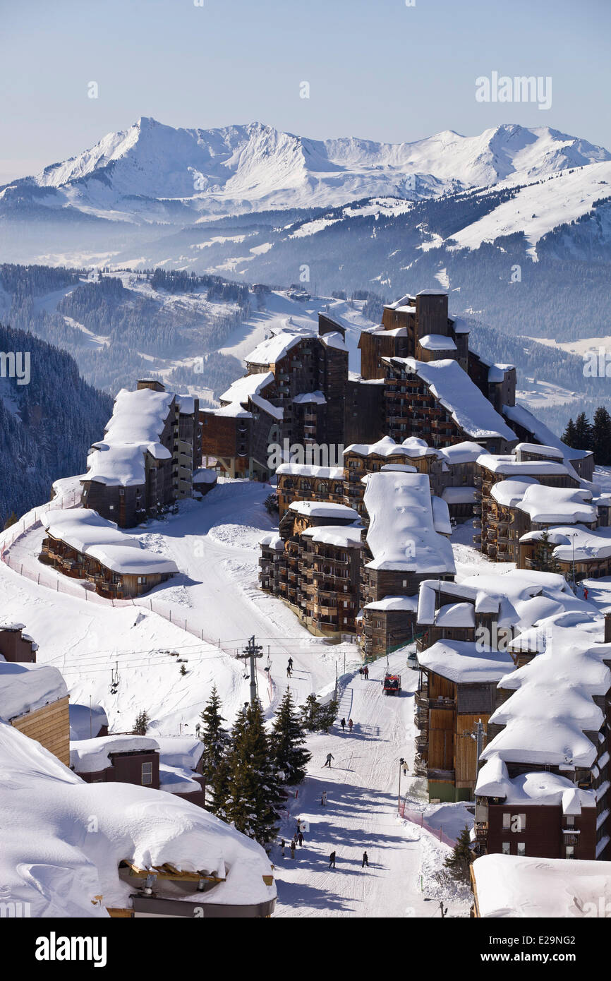 France, Haute Savoie, Avoriaz with a view of Morzine and the Roc d'Enfer (2244m) in the background - Stock Image