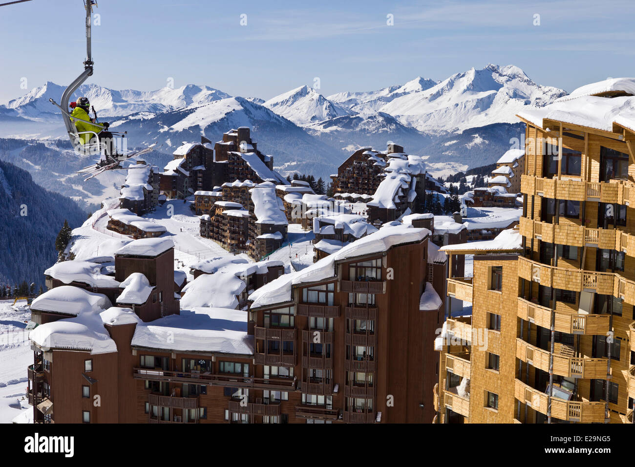 France, Haute Savoie, Avoriaz, chairlift in front of the ski resort - Stock Image