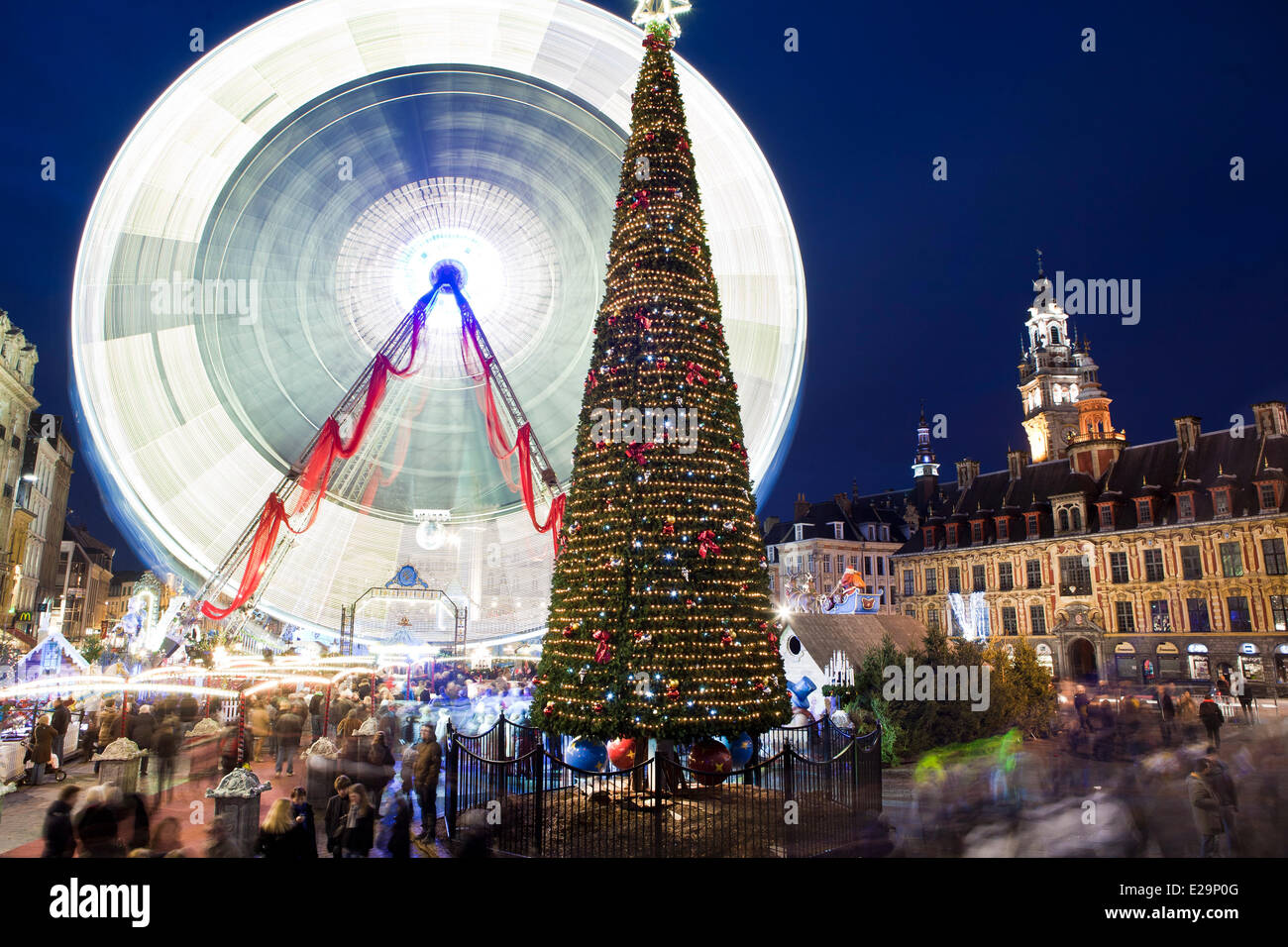 France, Nord, Lille, the great wheel installed during the Christmas season on the Place du General de Gaulle (General - Stock Image